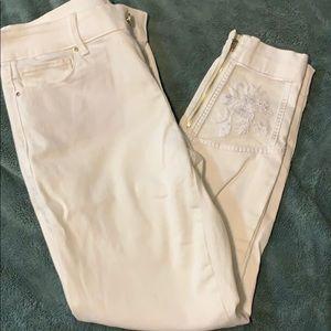 Size 6P white Capri pants